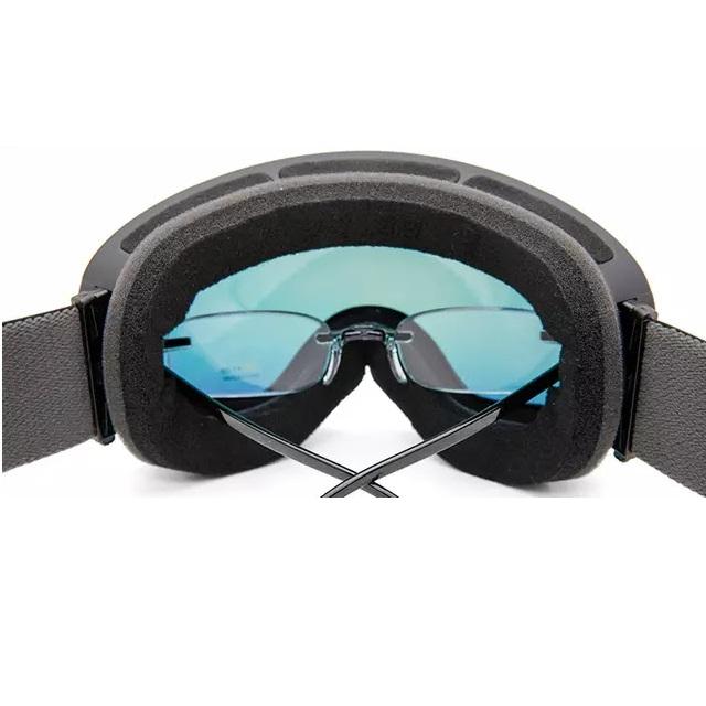 Skibrille über echte Brille